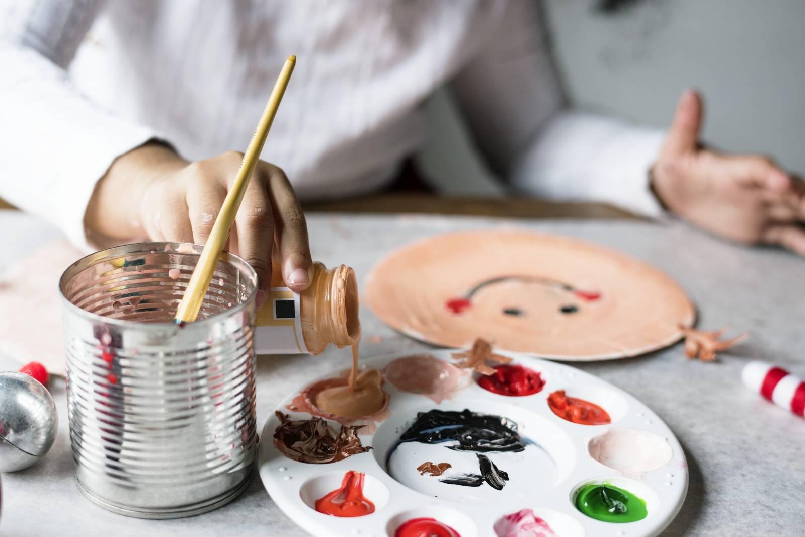 Activité de peinture pour les personnes agées à Marseille